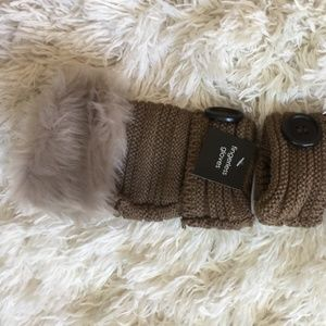 NWT Tan Brown Fingerless Knit Gloves Fur Trim